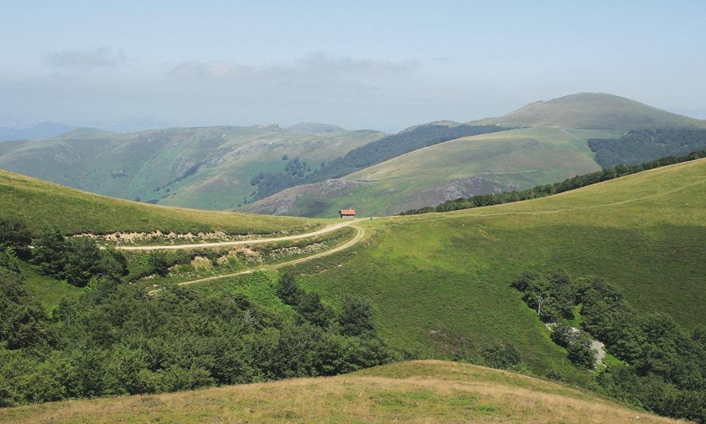 Trasy cez hornaté úseky ponúkajú nádherné výhľady