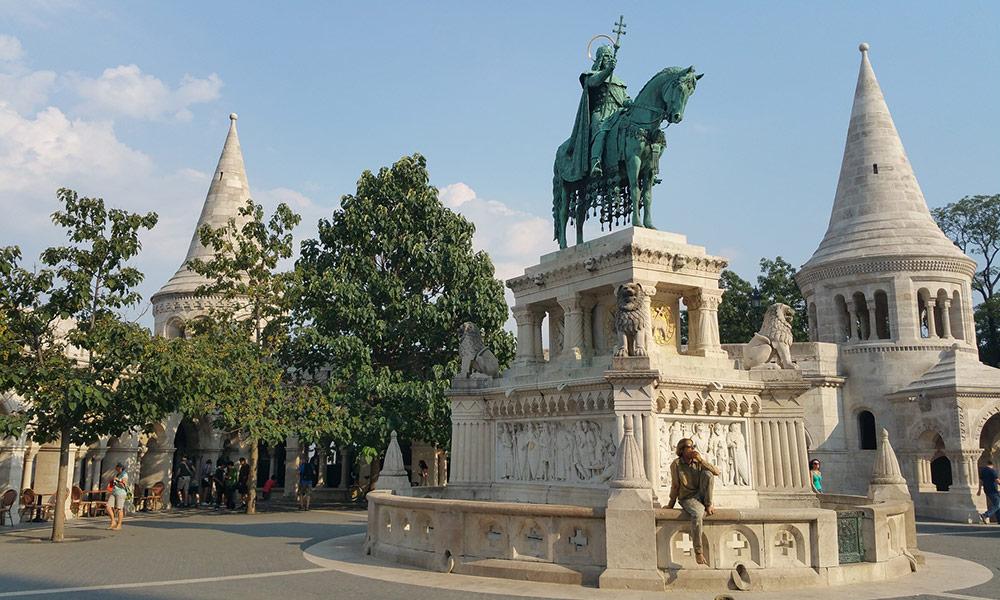 Budapešť, Hradný vrch, socha sv. Štefana