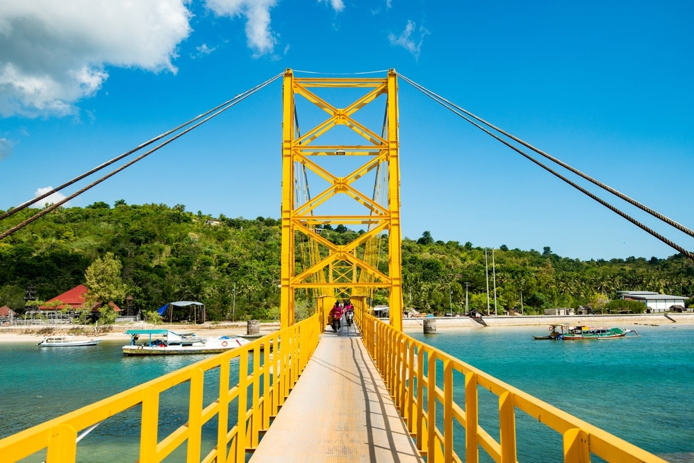 Yellow bridge, Nusa islands