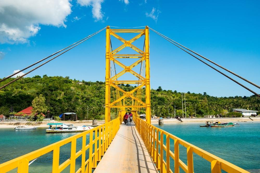 Yellow bridge, Nusa islands
