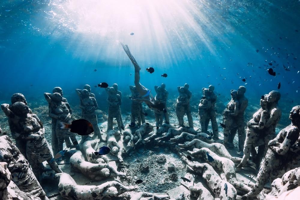 Sochy pod vodou, Gili Meno