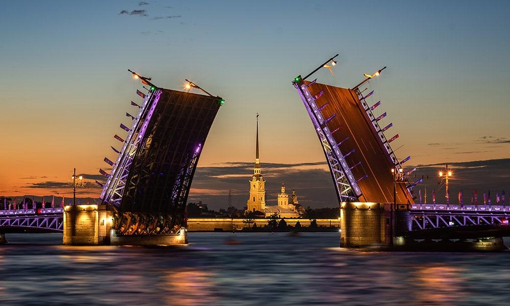 Petrohrad, Palácový most