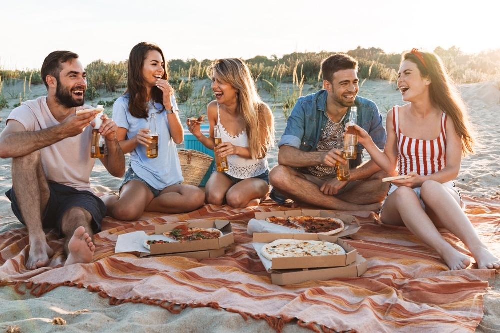 pláž ľudia pizza