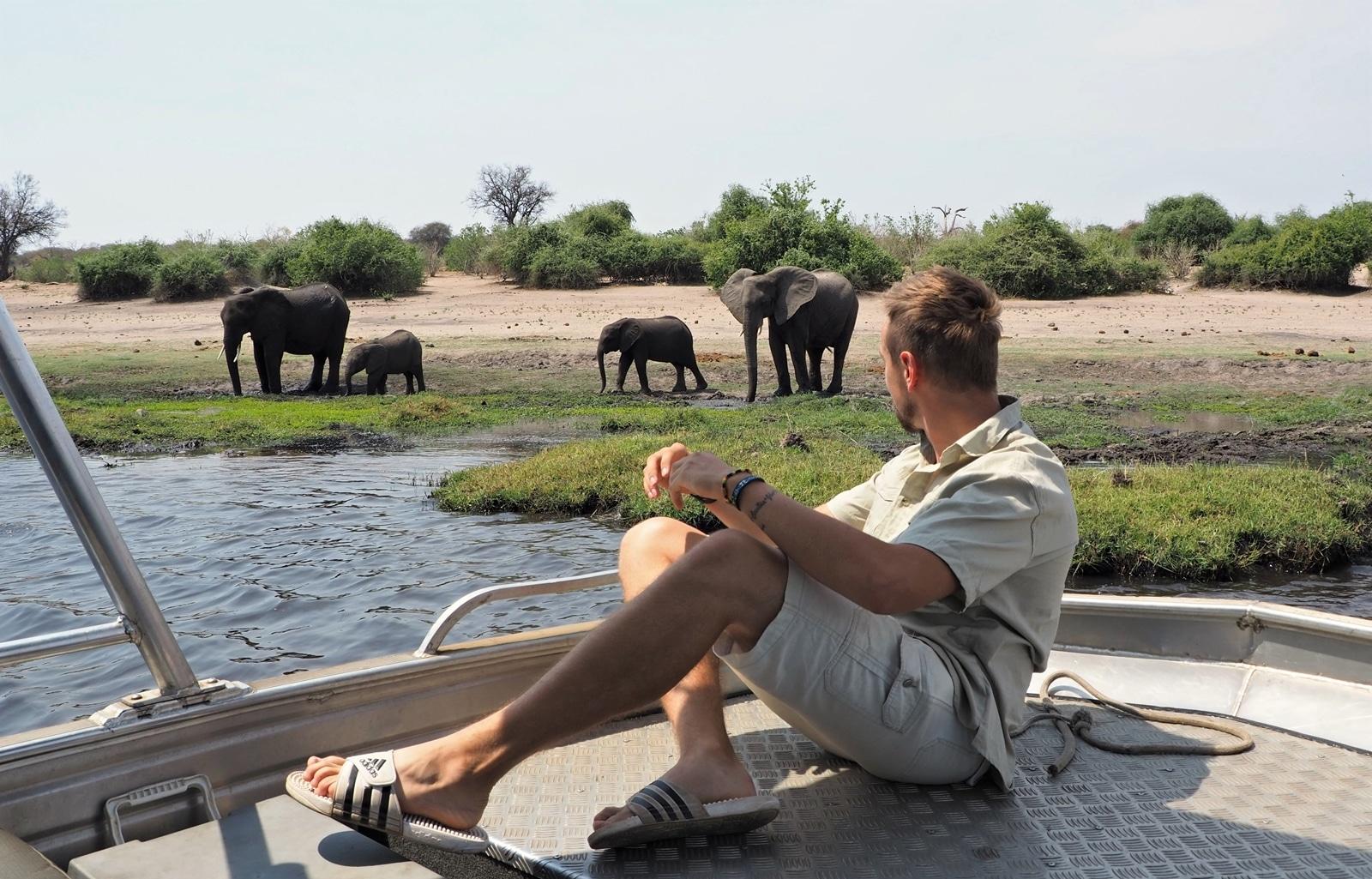 Pozorovanie rodinky slonov v národnom parku Chobe