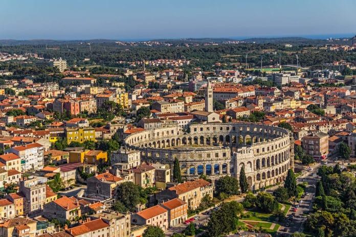 Historické mesto Pula a koloseum nazývane Aréna
