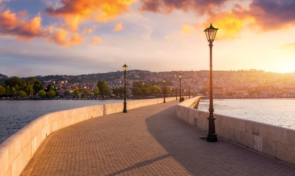 Most vedúci cez more do mesta